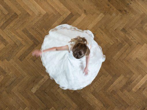 Meisje in jurk